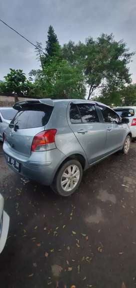 Mobil toyota yaris 2010