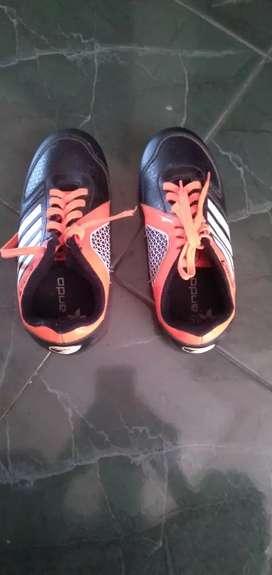 Sepatu olahraga anak