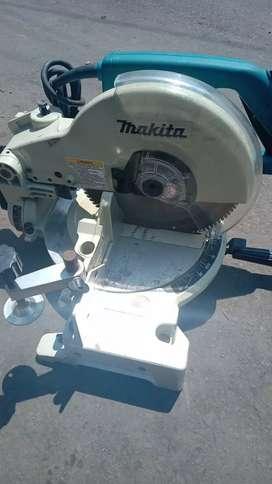 Mitter Saw/mesin potong aluminium merk Makita LS1040
