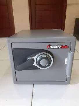 Sentry Safe Brankas Bekas, Rp. 2.300.000 (nego)