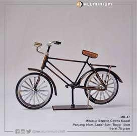 Miniatur Sepeda Ontel Jawa Cowok Mungil dari Kawat - MK Aluminium