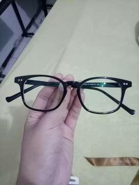 Kacamata minus 2.5