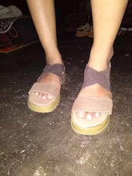 Sandal Bosseli uk Size 37 masih bangun banget untuk sandal santai