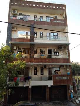 3BHK PARK FACING, 125 YARDS FLOOR AVAILABLE IN ROHINI