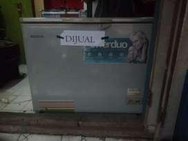 Di Jual Murah CEPAT bisa Nego  Freezer 200 Liter Modena