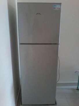 Dijual kulkas merek aqua 2 pintu masih bagus dan dingin sekali