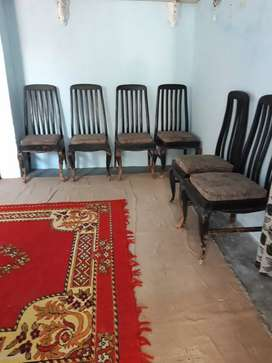 I have one tabel and six chair
