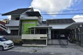 Dinjual Rumah cantik 2 lantai