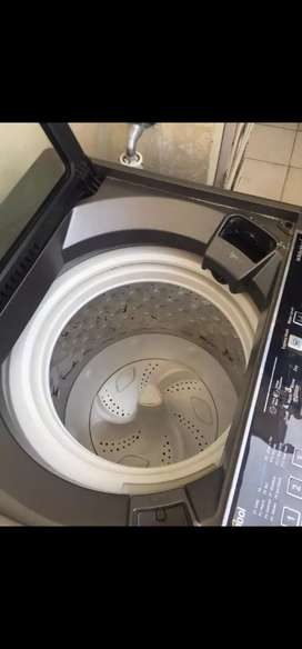 Whirlpool auto. Washing machine perfect condition one month old