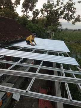 Butuh atap baja ringan terpasang? Kami solusinya