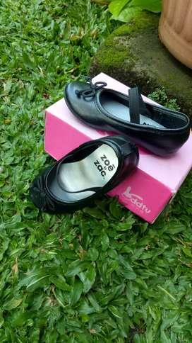 Sepatu anak hitam zoe & zac