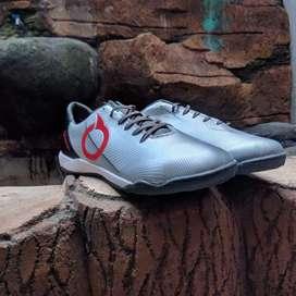 Sepatu futsal ORTUSEIGHT PRODIGY IN SILVER