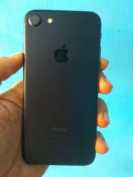 iphone 7 32gb black with all Accessories...