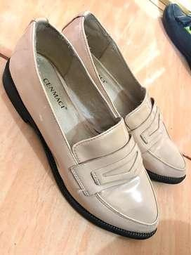 Flatshoes warna cream glossy