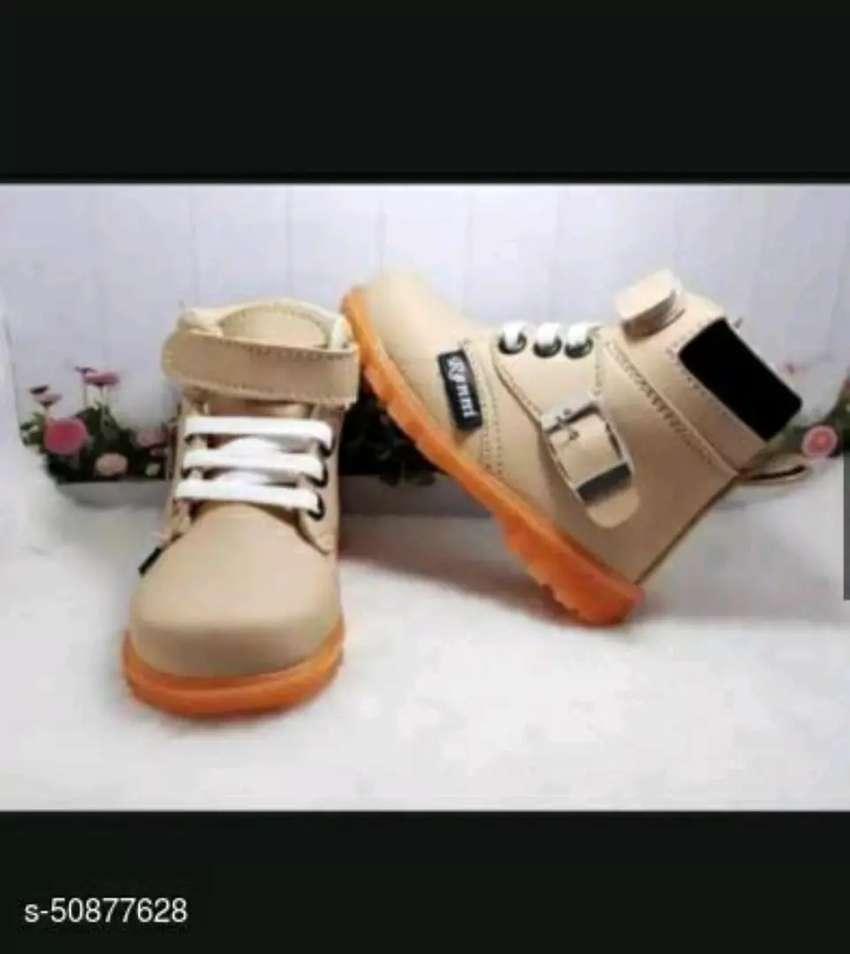 Sepatu boots anak variasi gesper 0