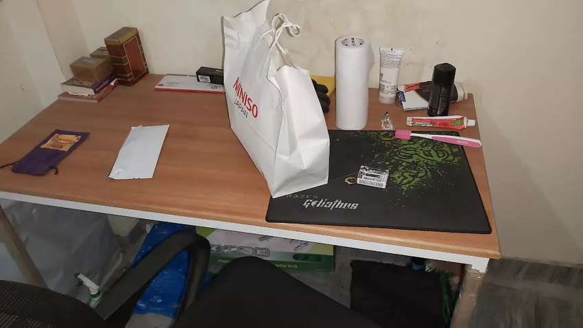 Table and chair for sale 0