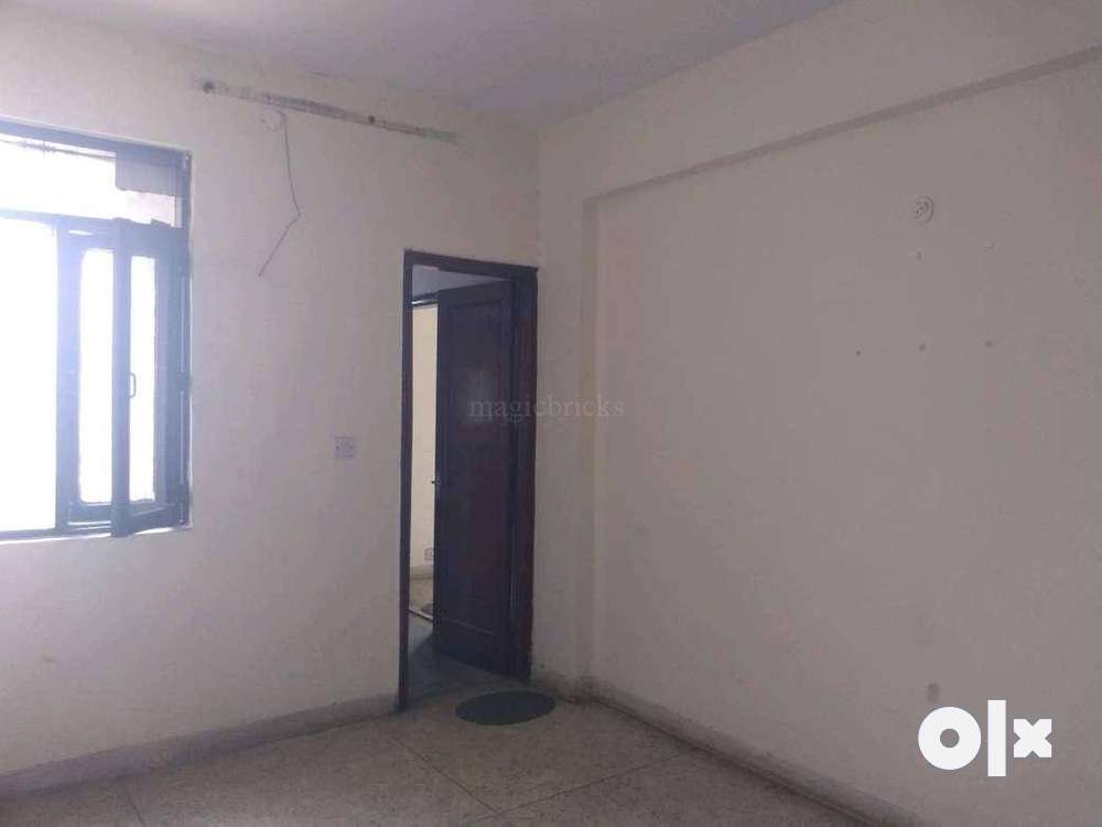 2 bhk flat for sell in contractor s area bistupur near main road