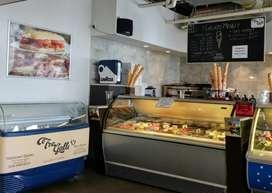 Dibutuhkan Waiters / Waitress Di 166 Gelato & Cafe