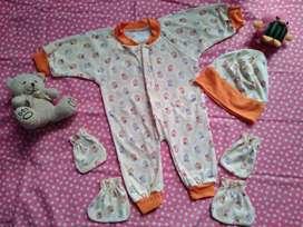 Baju kodok bayi bekas