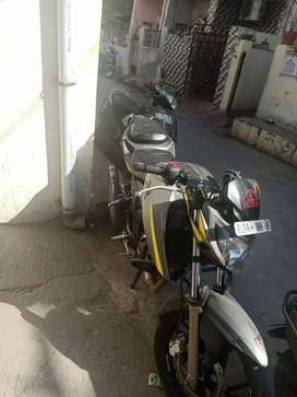 one hand own Apache RTR 200