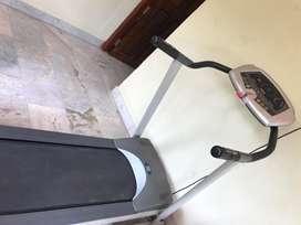 Manual incline treadmill