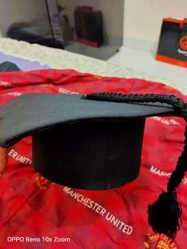 Topi Toga Universitas