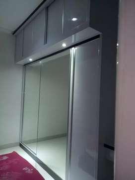 Lemari pakaian pintu cermin sliding