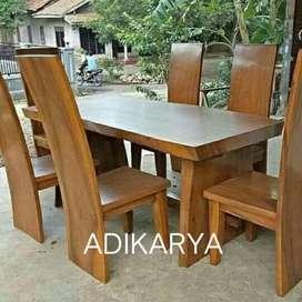 Meja makan 6 kursi (blok kayu utuh suar terambesi).