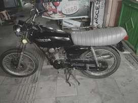 Dijual motor antik GL 100 THN 1981