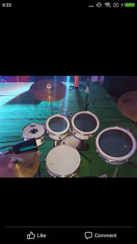 White Compact Drumset