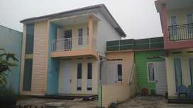 Disewakan Rumah 2 Lantai Jl. Soekarno Hatta (25 meter dari jalan raya)