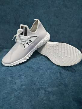 Y8 white sports shoes