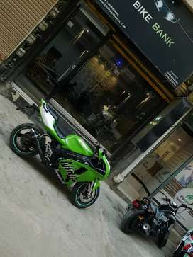 Heavy sports bike Kawasaki Ninja zx7r in mint condition!