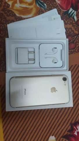 Iphone 7 gold colour with box n accesories
