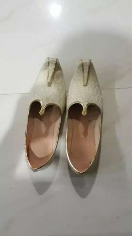 i want to sell mojdi for marrige.only one time used.
