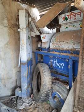 Tractor thressar khan