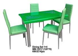 Empat kursi meja makan bisa pilih.warna