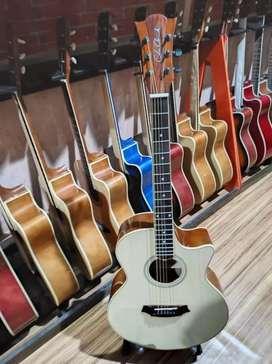 Gitar akustik ado uang ada barang