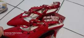 Sepatu merk Valentino Garavani