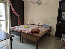 Room for rent in a 3 BHK apartment