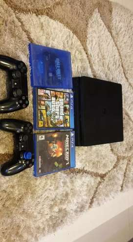 PS4 SLIM 2 CONTROLLERS 3 GAMES