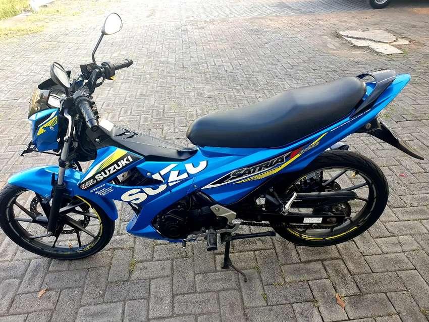 Jual sepeda motor suzuki satria th 2015 biru met