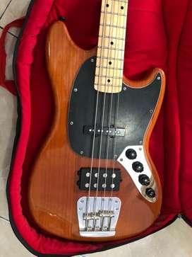 """Bass Fender """"Hybrid"""" Custom"""