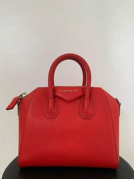 GOOD CONDITION BEST PRICE! Givenchy Antigona Red Grained 2017