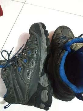 Sepatu REI UKURAN 43