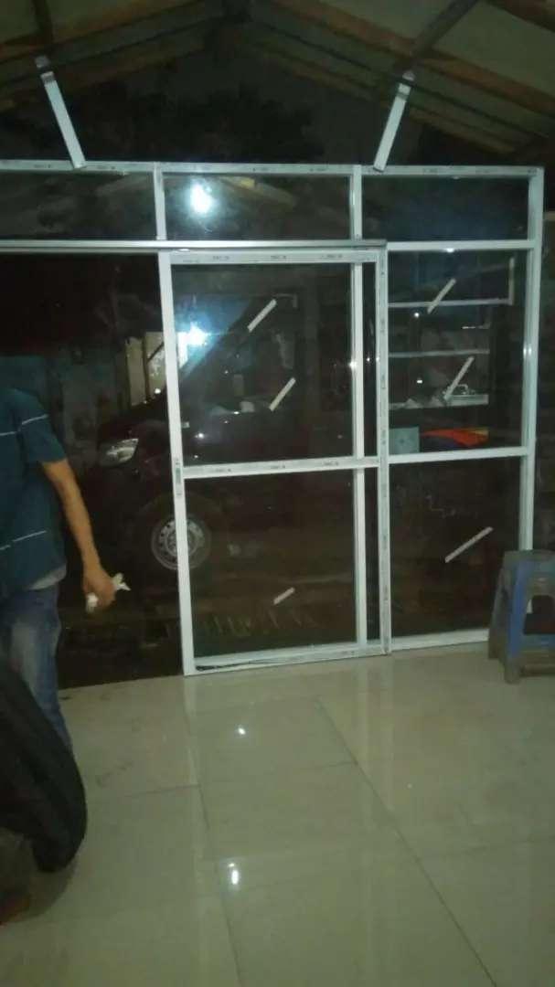 Pintu slading kaca polos 0