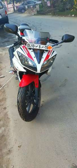 786 number..Showroom condition Yamaha R15 V2. 0 ...TRANSFER MUST