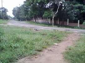 University 4 ganda plot near main  road.