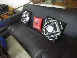 2 sofa's (black