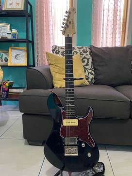 Guitar listrik Pacifico